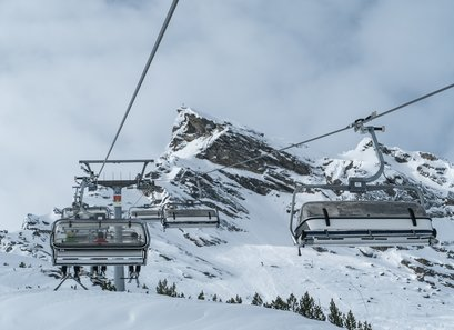 The chair lift of Galtür brings skiers safely to the mountain